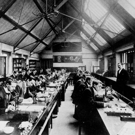 Morbid histology classes at The University of Manchester 'Pathologial Department' in 1900!
