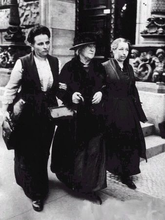 Mathilde Wurm, Lore Agnes and Clara Zetkin